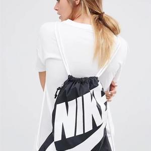 ナイキリュック 可愛い 多色 Nike デカロゴ カジュアル 運動愛用 軽量 男女兼用