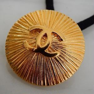 ヴィンテージ CHANEL シャネル ココマーク シャインデザイン ゴールドボタン 22mm ヘアゴムのおまけ付(c-88)
