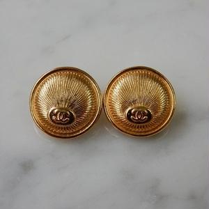 ヴィンテージ CHANEL シャネル ココマーク 16mm ゴールドデザイン ボタン イヤリングパーツのおまけ付(c-166)