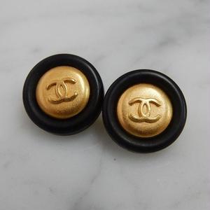 ヴィンテージ CHANEL シャネル ココマーク 14mm タイプ10 ブラック×ゴールドボタン イヤリングパーツのおまけ付(c-100)
