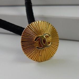 ヴィンテージ CHANEL シャネル ココマーク シャインデザイン ゴールドボタン 15mm ヘアゴムのおまけ付(c-86)