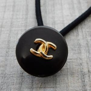 ヴィンテージ CHANEL シャネル ボタン ココマーク 20mm タイプ13 ブラック×ゴールド ヘアゴムのおまけ付(c-66)