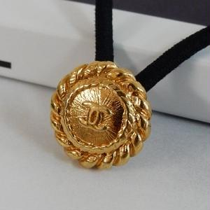 ヴィンテージ CHANEL シャネル ココマーク チェーンフレーム ゴールドボタン 17mm ヘアゴムのおまけ付(c-149)