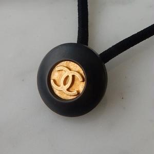 ヴィンテージ CHANEL シャネル ボタン ココマーク 18mm タイプ7 ブラック×ゴールド ヘアゴムのおまけ付(c-133)