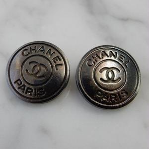 ヴィンテージ CHANEL シャネル ココマーク 18mm ブラックメタルボタン イヤリングパーツのおまけ付(c-36)