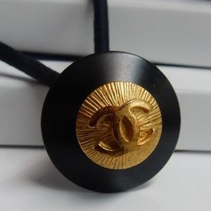 ヴィンテージ CHANEL シャネル ココマーク 20mm タイプ2 ブラック×ゴールドボタン ヘアゴムのおまけ付(c-93)