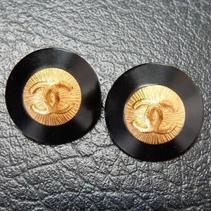 ヴィンテージ CHANEL シャネル ココマーク 20mm タイプ2 ブラック×ゴールドボタン イヤリングパーツのおまけ付(c-93)