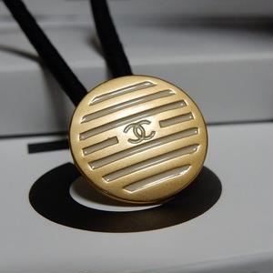 CHANEL シャネル ボタン ココマーク 16mm ボーダー ブラインドシャッター柄 ホワイト×ゴールド ヘアゴムのおまけ付(c-130)