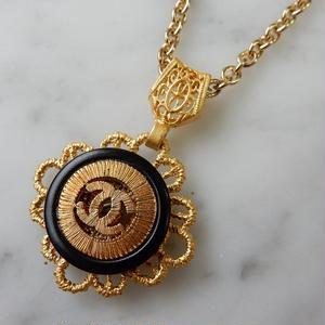 ヴィンテージ CHANEL シャネル ココマーク 18mm 透かし ブラック×ゴールドボタン ネックレスパーツのおまけ付(c-80)