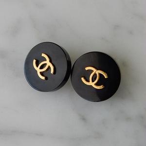 ヴィンテージ CHANEL シャネル ココマーク 17mm ブラック×ゴールドボタン イヤリングパーツのおまけ付(c-141)