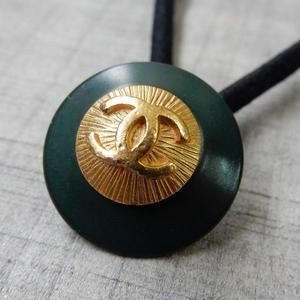 ヴィンテージ CHANEL シャネル ボタン ココマーク 20mm ダークグリーン×ゴールド ヘアゴムのおまけ付(c-22)