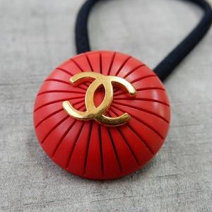 ヴィンテージ CHANEL シャネル ボタン ココマーク 21mm レッド×ゴールド ヘアゴムのおまけ付(c-24)