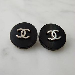 ヴィンテージ CHANEL シャネル ココマーク 16mm ブラック×シルバーボタン イヤリングパーツのおまけ付(c-46)