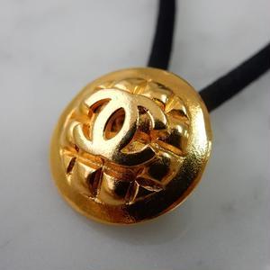 ヴィンテージ CHANEL シャネル ココマーク 18mm キルティング柄 ゴールドボタン ヘアゴムのおまけ付(c-107)