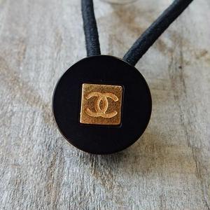 ヴィンテージ CHANEL シャネル ボタン ココマーク タイプ4 16mm ブラック×ゴールド ヘアゴムのおまけ付(c-95)