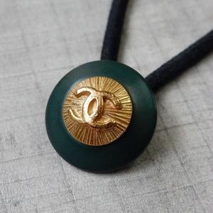 ヴィンテージ CHANEL シャネル ボタン ココマーク 17mm ダークグリーン×ゴールド ヘアゴムのおまけ付(c-21)