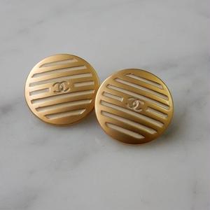 CHANEL シャネル ココマーク 16mm ボーダー ブラインドシャッター柄 ホワイト×ゴールドボタン イヤリングパーツのおまけ付(c-130)
