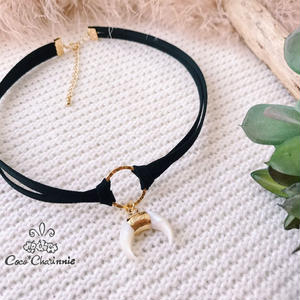 Moon tight choker