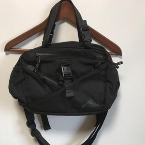 DATUM  SHOULDER BAG