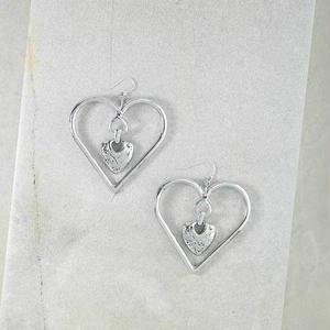 ピアス レディース THE OUR AMOUR HEART EARRINGS シルバー アメリカン ブランド Vanessa Mooney ヴァネッサムーニー