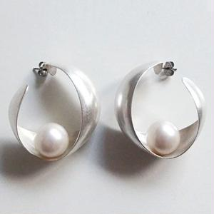 twist hoop pearl S