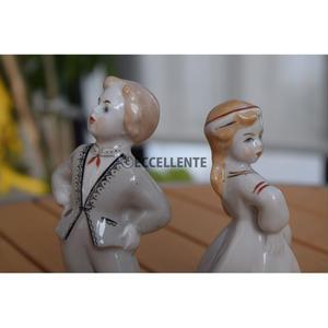 【東欧ヴィンテージ】【リガ陶器工場】フィギュリン 伝統衣装の男の子と女の子