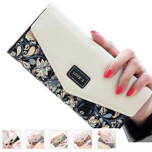 花柄と小さな英字ロゴがかわいい長財布