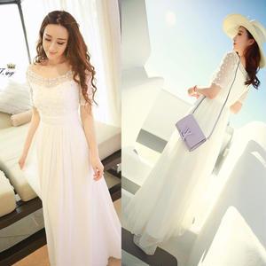 マキシ丈の純白のラインストーンドレス