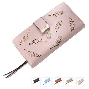 リーフの絵柄がかわいい長財布