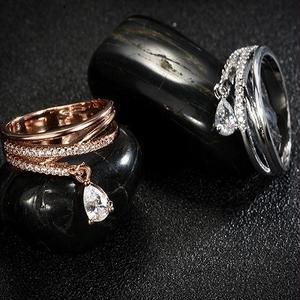 【Fcstyle】【送料無料】揺れるしずく型クリスタルが美しいリング 指輪 シルバー ゴールド エレガント カジュアル 豪華