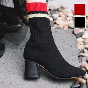 カラー切り替と布地がオシャレなブーツ