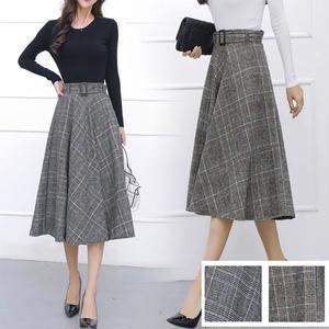 秋冬カラーのチェック柄がかわいい、ひざ下たけのフレアスカート