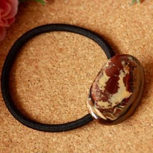 天然アイアンオパールのヘアゴム(黒)原石から磨きました