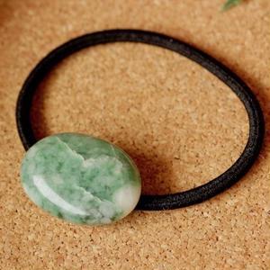天然翡翠(ヒスイ)のヘアゴム(黒)原石から磨きました