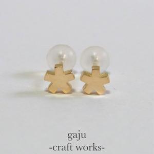 petite angular star pierced earring (K18 gold)