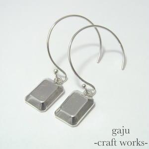 cut stone pierced earrings / square cut