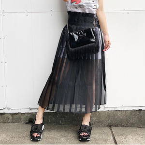 SUKE PLEAT SKIRT