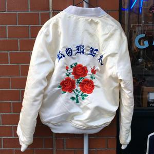 [USED]  珍しぃー!ホワイトボディに薔薇の刺繍入りサテンJKT