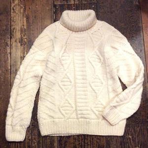 [USED] ざっくりケーブル編みの タートル ニット