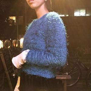[USED] 可愛いブルーの もけもけセーター