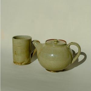 Naoko Taya / Ash glaze pot