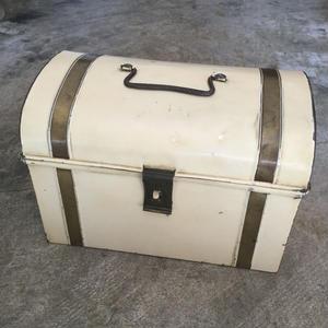 オランダで見つけたブリキの箱