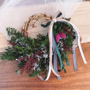 winter wreath *green × deep red *