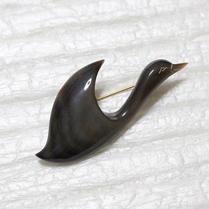 泉舟 作 水牛ブローチ 黒鳥