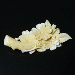 泉舟 作 鯨歯ブローチ 棒付桜1