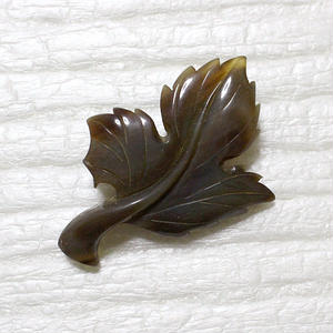 泉舟 作 水牛ブローチ 一枚葉2