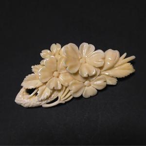 泉舟 作 鯨歯ブローチ 桜の木