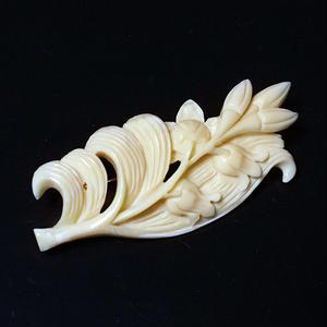 泉舟 作 鯨歯ブローチ 鈴蘭