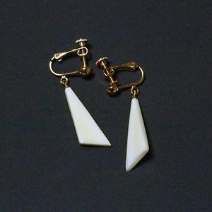 泉舟 作 鯨歯イヤリング 三角形