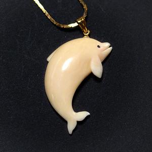 泉舟 作 鯨歯ネックレス ジャンプイルカ